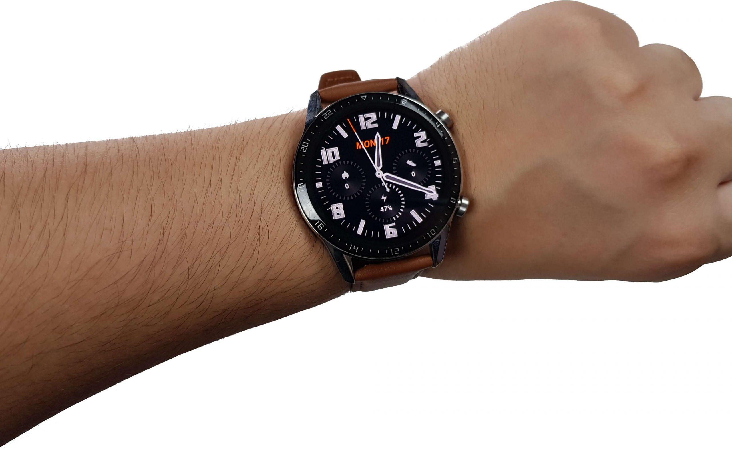 reloj inteligente huawei watch gt 2 en la muñeca