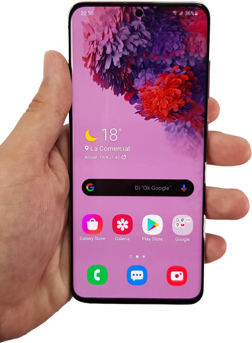 Samsung Galaxy S20 en mano