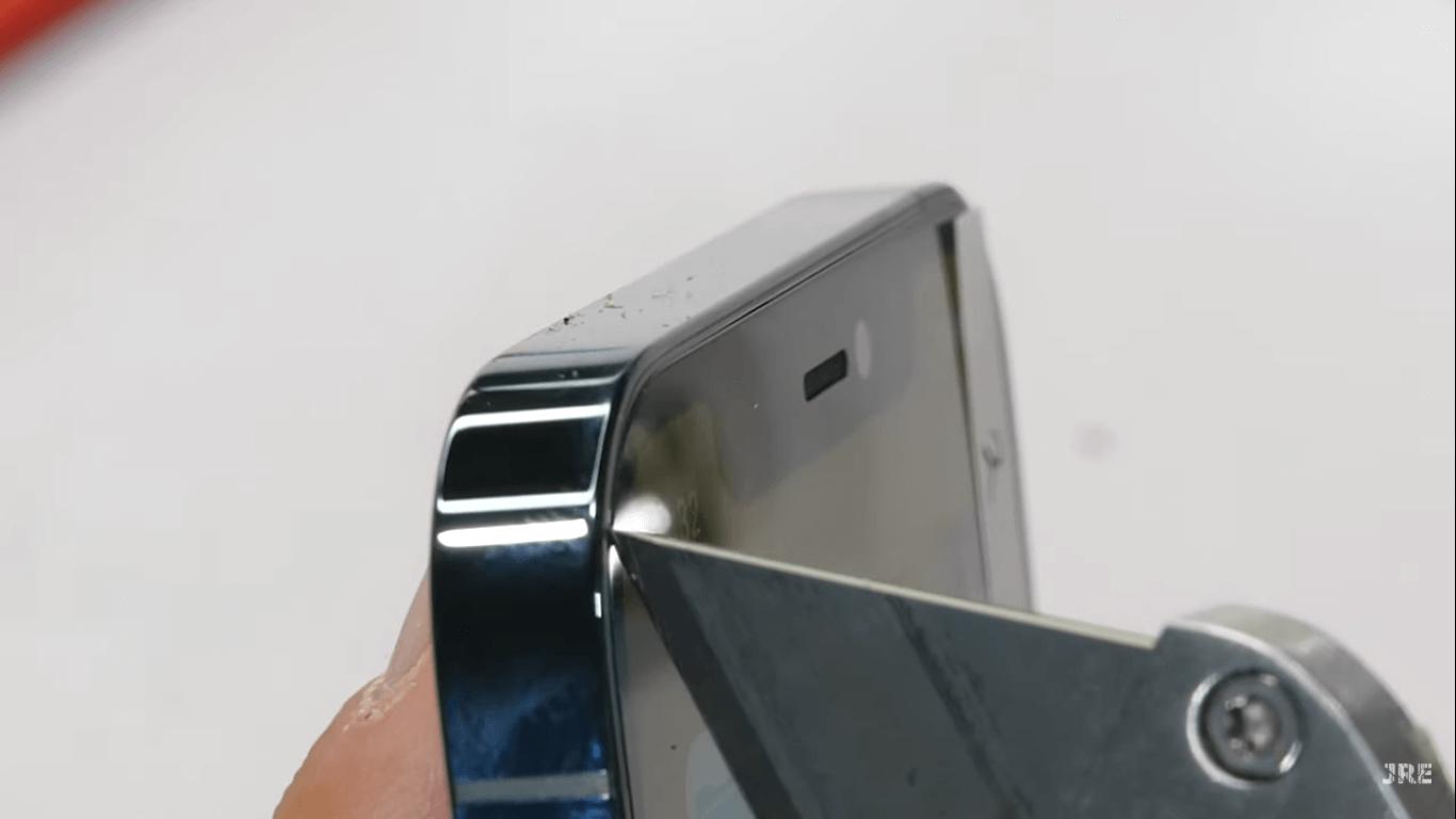 La resistencia de la pantalla de los iPhone 12 es puesta a prueba y tiene opiniones dispares