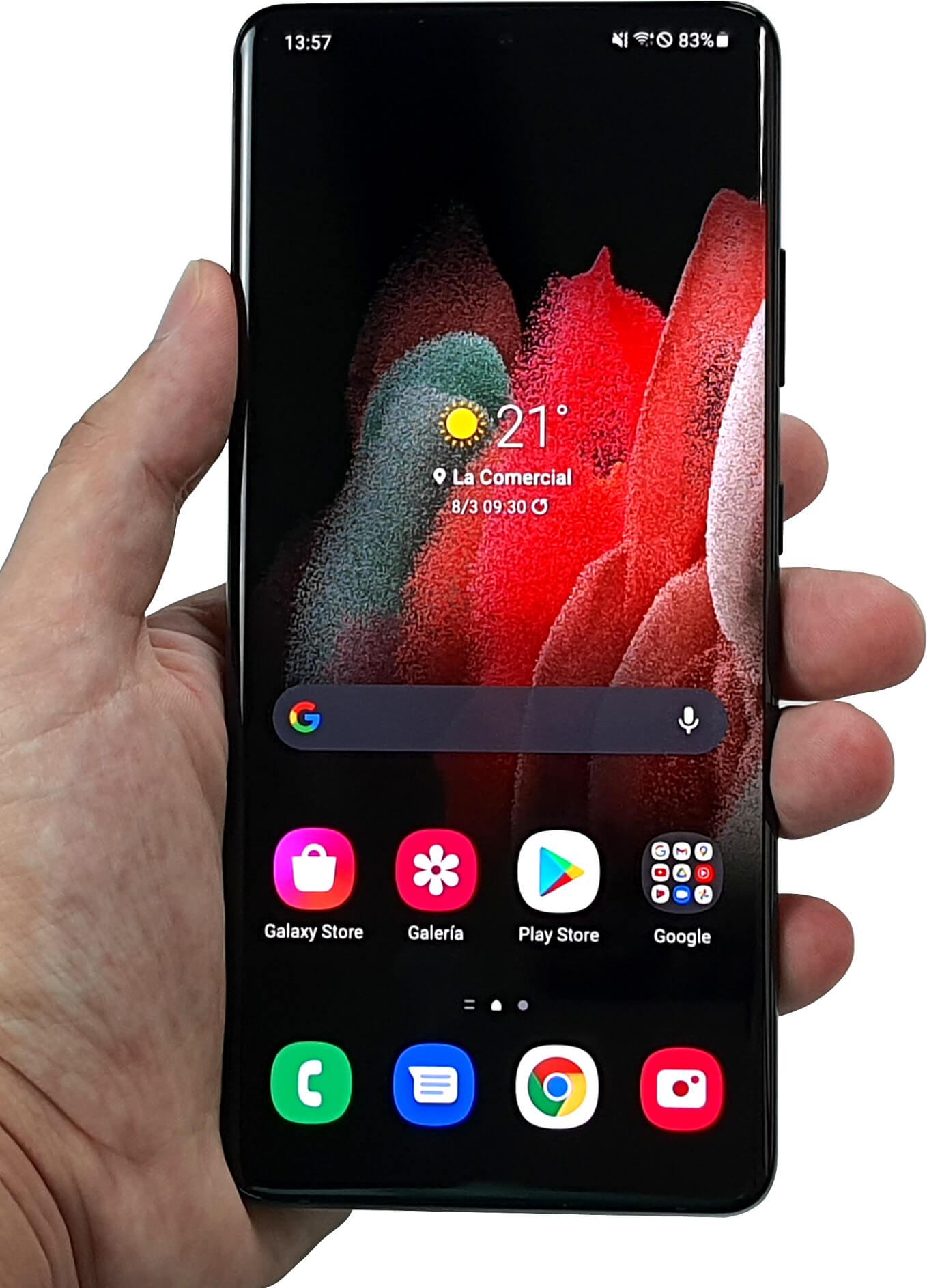 Samsung Galaxy S21 Ultra en mano.